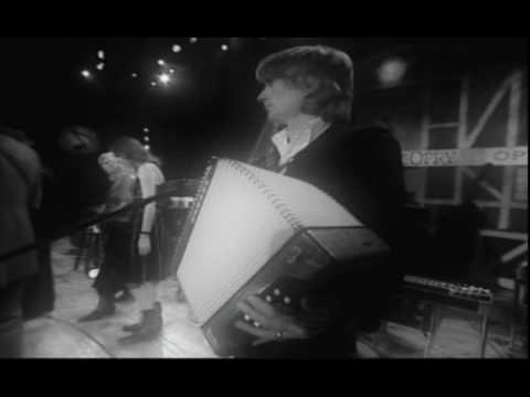 Elvis Costello Emmylou Harris- The scarlet tide