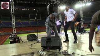 Solly Mahlangu - Pokea Sifa/Mwamba Mwamba...