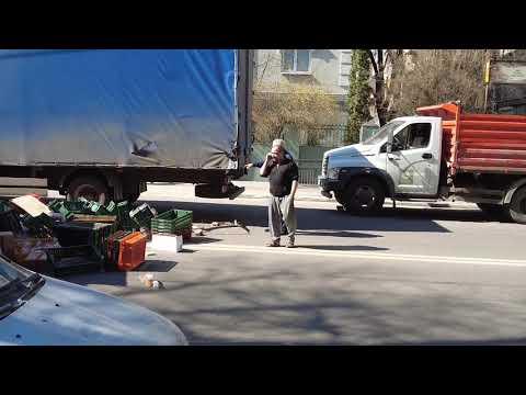 «ГАЗель» потеряла кузов в ДТП в центре Воронежа