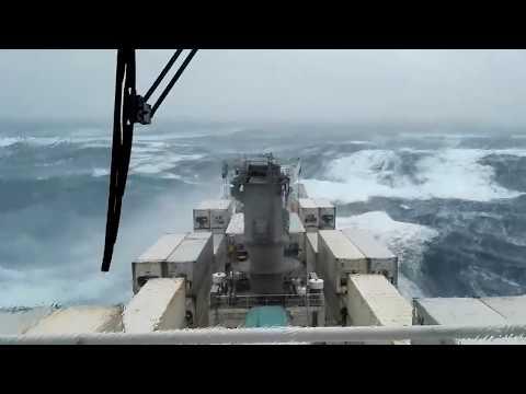, title : 'Топ 10 кораблей в сильный шторм! Огромные волны!'