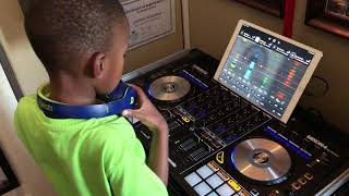 DJ Arch Jnr Messing Around With The Djay App & Reloop Mixon 4 Controller (7yrs old)