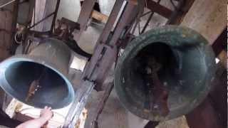 preview picture of video 'Rožňava (SK), katedrála Nanebovzatia Panny Márie - zvonenie na slávnosť Turíc'