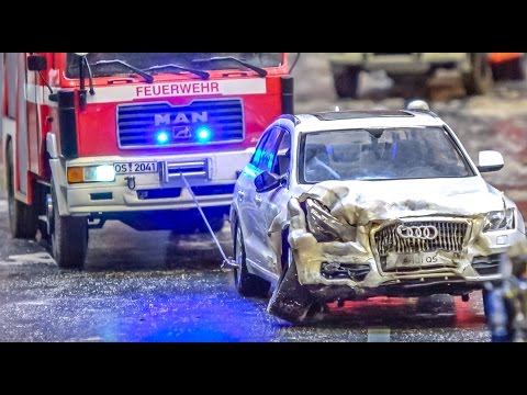 RC Truck And Car Dangerous Goods CRASH! Big Rescue Action!
