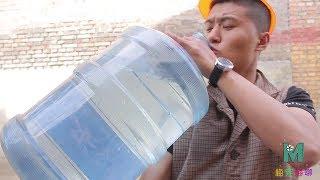 【梅完梅聊星座】大胃王与机器人PK喝水,小伙直接抱桶喝,没想把机器人都喝冒烟了