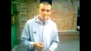 Подкурил сигарету рукой