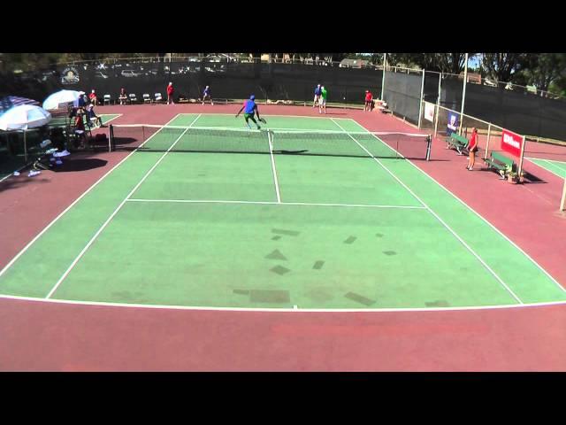 لاعب تنس يتعرض لموقف محرج