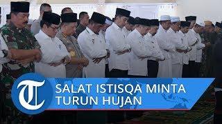 VIDEO: Presiden Jokowi Salat Istisqa di Riau saat Tinjau Persiapan Modifikasi Cuaca