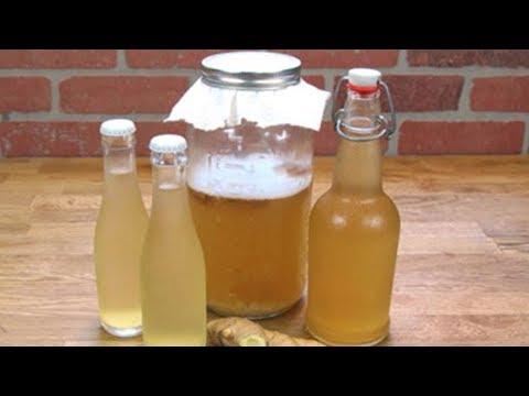 Der Tee mit dem Ingwer von der Zitrone für die Abmagerung