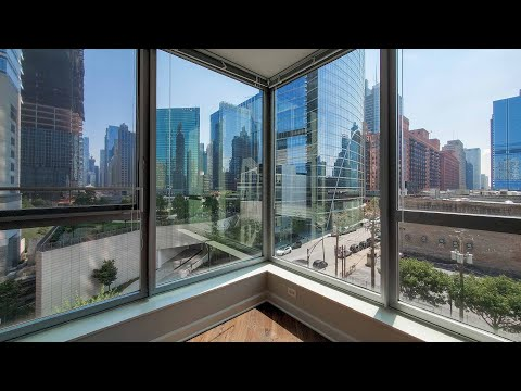 A sunny one-bedroom AA06 near River North and the West Loop at Left Bank