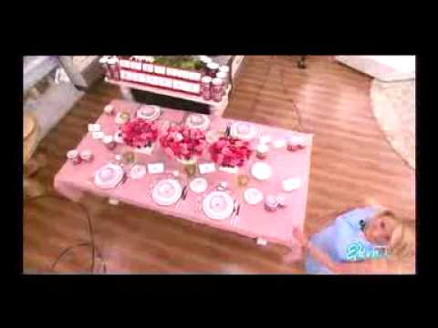 ΜΑΜΜΑ ΜΙΑ: Δείτε την Ελένη Μενεγάκη με στενό φόρεμα, αλλά και το φοβερό σχόλιό που έκανε on air (video)