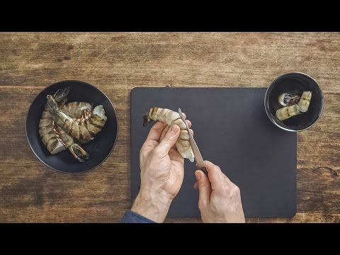 Peeling and cleaning prawns