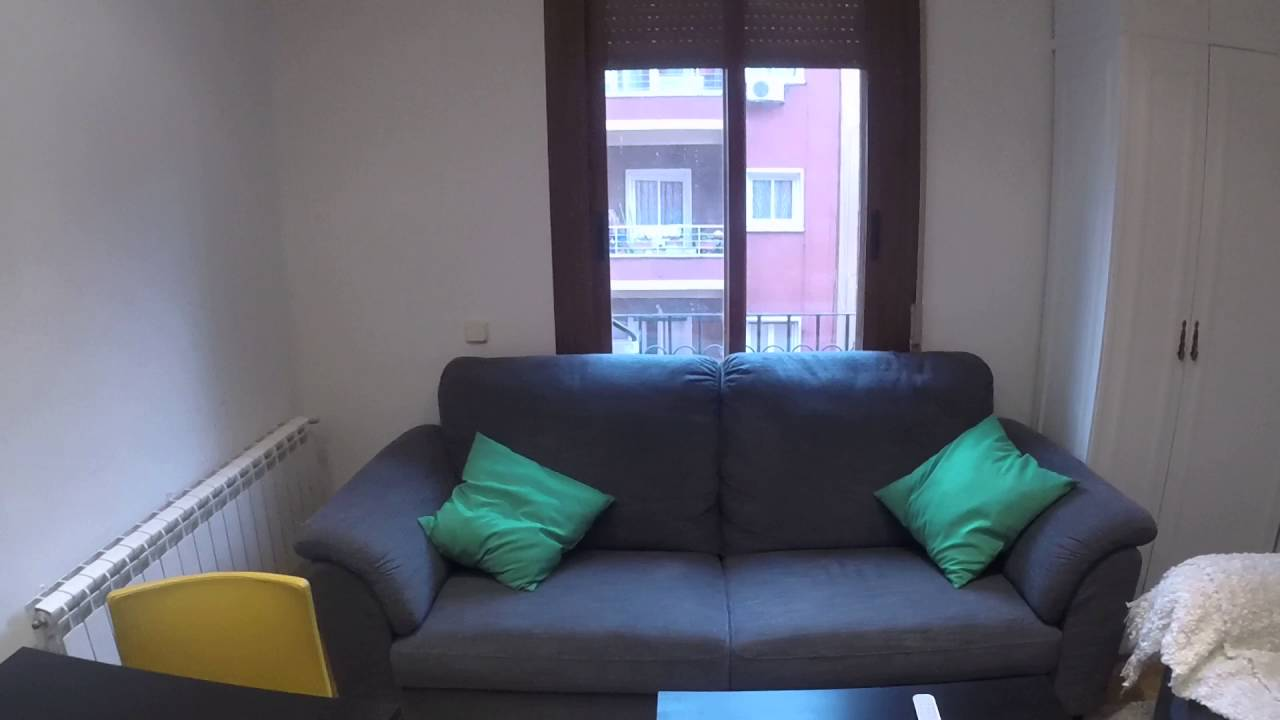 Double Bed in bedroom for rent in shared flat in South Arganzuela, Madrid