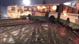 В Новой Мельнице рейсовый автобус соскользнул в кювет