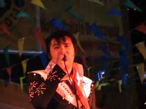 Richie Barangan-ElvisNewRock belts out Suspicious Minds