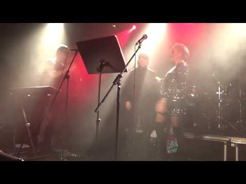 Bára Basiková & Míša Klimková: Halo (Depeche Mode)   SLZY LIVE 2019