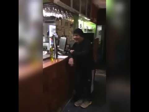 Alejandro, el cantante de tango que vive en la calle y se hizo viral