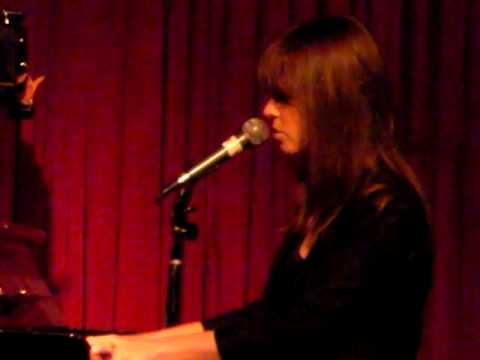 Laura Jansen Come To Me Live @ Hotel Cafe 020810.MP4