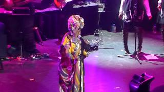 """Ms. Lauryn Hill """"Can't Take My Eyes Off Of You"""" Live At The Apollo 5/1/18"""