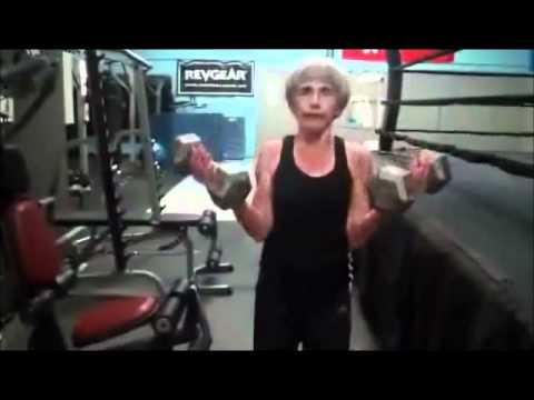 בת 63 מתאמנת באמניות לחימה!