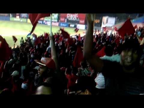 """Celebración escarlata"" Barra: Furia Escarlata • Club: UES"