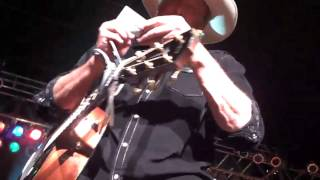 Alan Jackson signed my Boot - sings Dixie Highway Oct 6, 2012.mp4