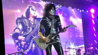 Kiss -  Paying their respect to Manchester victims + Lick It Up @ Ahoy May 24th 2017