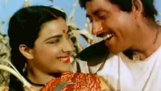 Nargis Rajkumar in romantic scene - Mother India