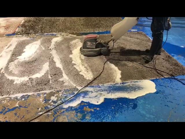 ניקוי שטיחים במפעל