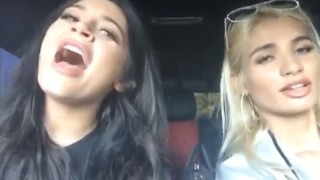 KYLIE JENNER AND PIA MIA Q&A/SINGING IN THE CAR (Full Snapchats Videos)