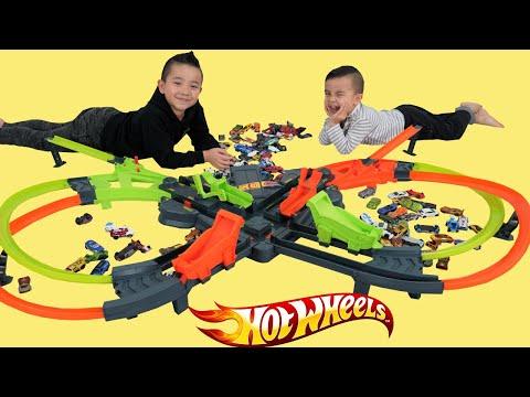 BIGGEST Hot Wheels Colossal Crash Motorized Set CKN Toys
