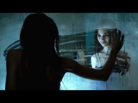 女孩總被同學欺負,鏡中的另一個自己看不下去了,跑出來幫她復仇