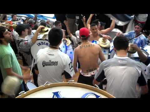 """""""Los pibes todos en Guido y Sarmiento haciendo el asadooo..♪♫♪"""" Barra: Indios Kilmes • Club: Quilmes"""