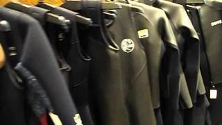 ムラサキスポーツクィーンズスクエア横浜店 サーフボート売り場 全国1の売り場面積、ウエットスーツストック量、扱いブランドも全国屈指のメガショップ!