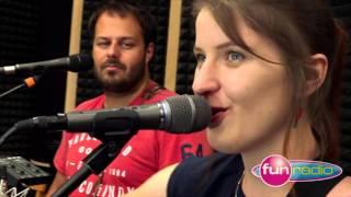 Xindl X feat. Mirka Miškechová - Cudzinka v tvojej zemi