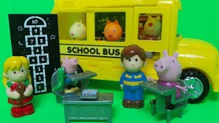 Wheels on the bus Nursery Rhyme + Toy Unboxing in English and Spanish