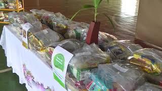 Entrega de mais de 170 kits alimentícios arrecadados em vacinação contra a Covid