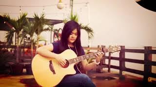 Keren Abis...! Cewek-Cewek Cantik Ini Jago Banget Main Gitar
