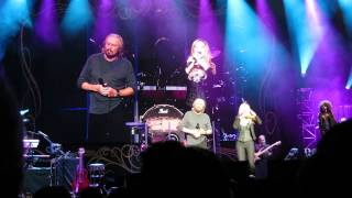 Barry Gibb - Islands in the Stream - Live in Concord 2014 - Pt 11 - with Beth Cohen