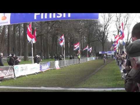 Manon Bakker hoopt op een plek in de top 10 bij de EK veldrijden
