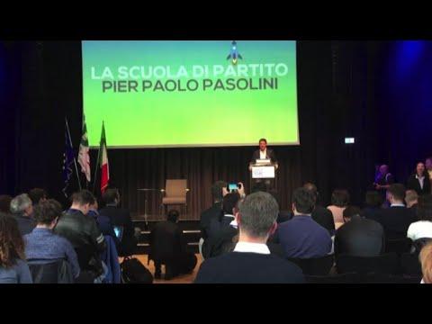 Renzi scherza con uno studente: battuta sul caso Consip