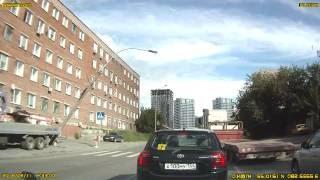 Самогруз снес столб на улице Военная 12 в г. Новосибирск. ДТП 11.08.2016