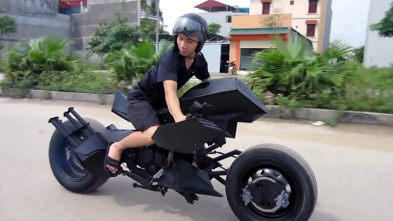 Modifica la sua Suzuki e la rende come la Bat Moto!
