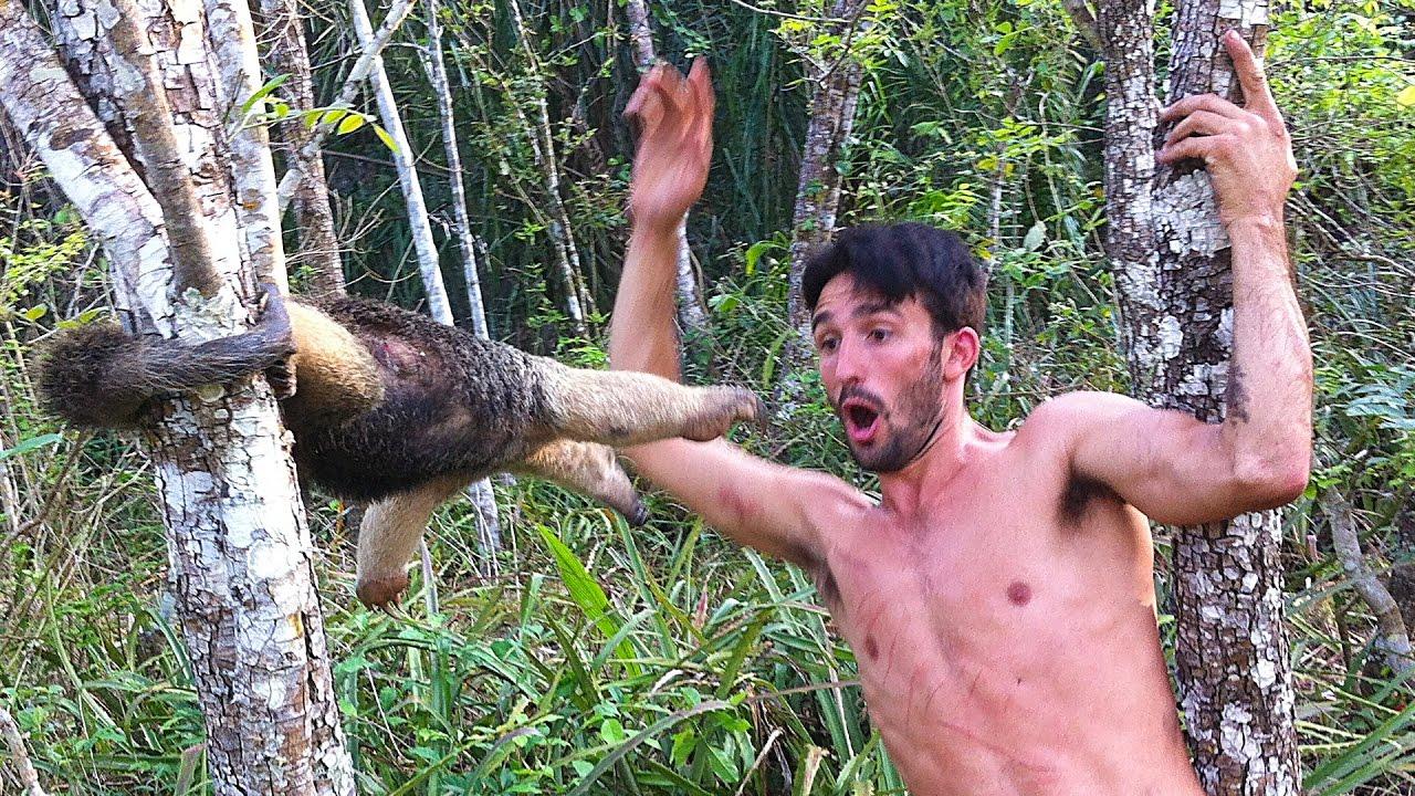 Хобби - доставать диких животных
