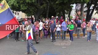 Venezuela: Guaido supporters gather at military bases demanding army support