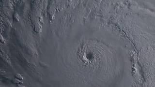 非常に強い台風第8号マリアの眼がヤバイ~~眼の中の雲がすごい勢いで回転しています