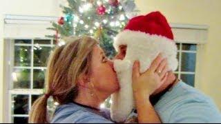KISSING SANTA CLAUS!   910  