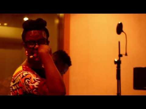 SolaAllyson's ÀLÙJANJANKÍJAN ft AdekunleGold