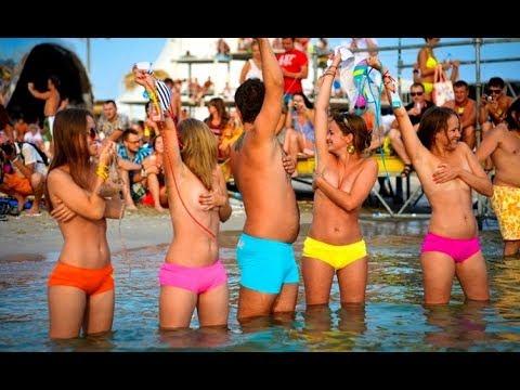 Курортная жизнь в Коктебеле море набережная столовые и