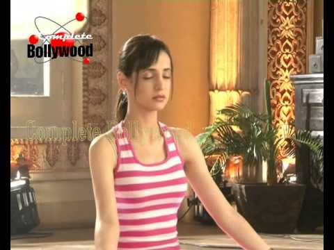 On Location Of TV Serial 'Rang Rasiya' Mhyra Does Yoga