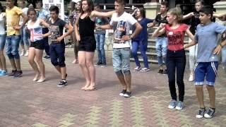 Formatia de dansuri populare Șerpoaica la repetiții